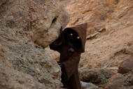 A Jawa looking from his hideout
